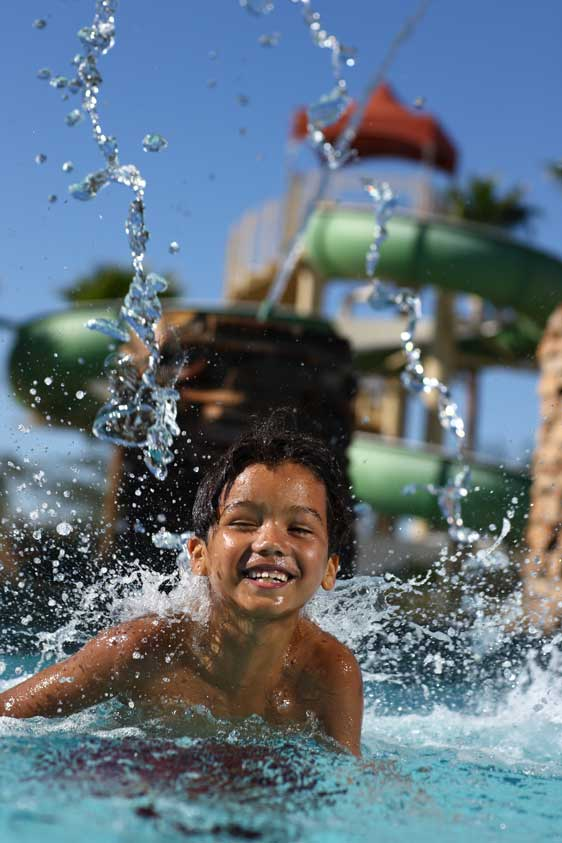 Fifth Manor Child in waterpark 01